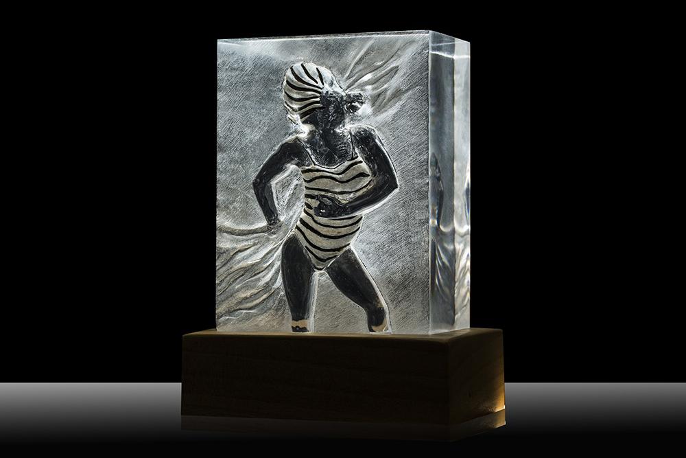 Arte e Luce LED attraverso Plexiglass - ARTELUX SCULTURA DONNA